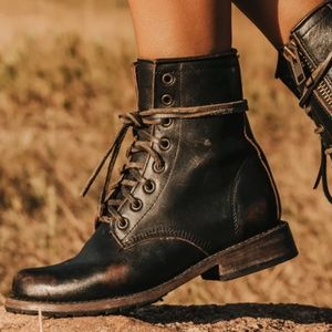 Lace-up Combat boot (Manchester) - Freebird